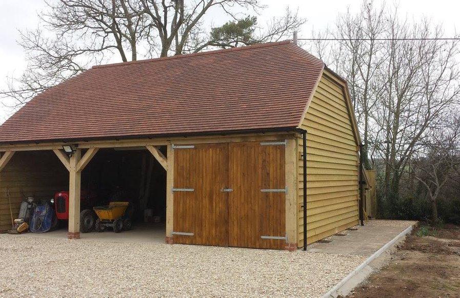 Poultons Dorset-Garages